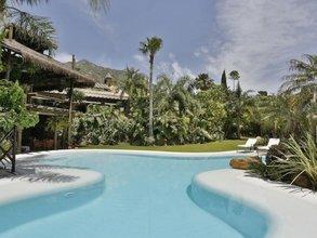 9 bedroom villa in sierra blanca, marbella