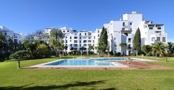 2 bedroom apartment in puerto banus, marbella