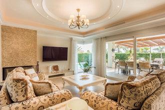 6 bedroom villa in marbesa, marbella