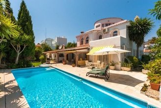 4 bedroom villa in torremolinos centre, torremolinos