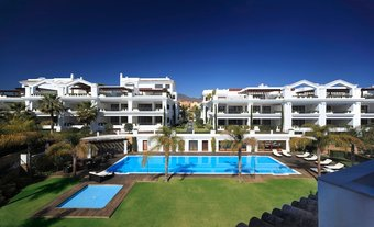 2 bedroom apartment in estepona town, estepona