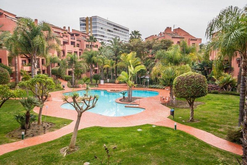 Pisos Para Baños Rosario:Piso de 3 Dormitorios en venta en El Rosario, Marbella – R2591711
