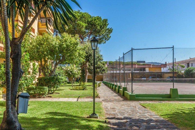 Pisos Para Baños Rosario:Piso de 2 Dormitorios en venta en El Rosario, Marbella – R2485745
