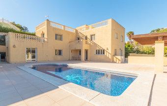 4 bedroom villa in costa del sol, calpe
