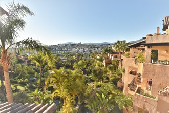 3 bedroom penthouse in atalaya, estepona