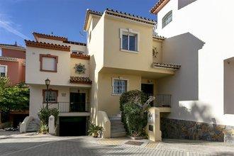 3 bedroom townhouse in new golden mile, estepona