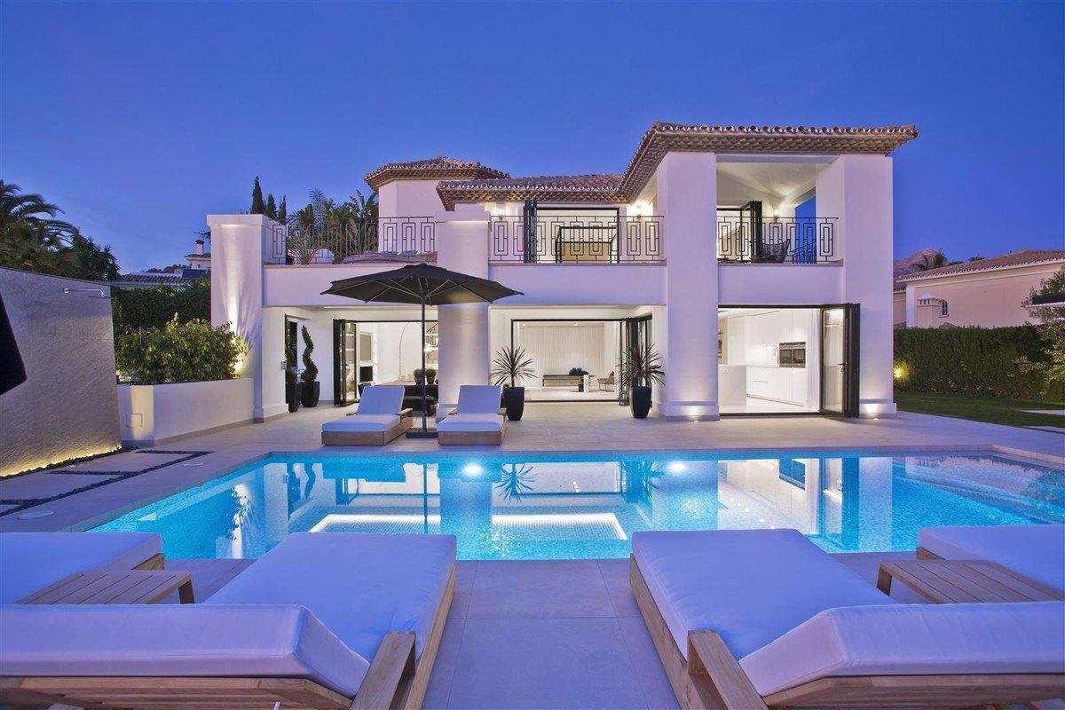 Villa With Sea Views For Sale In Nueva Andalucia R3598652