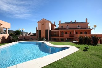 2 bedroom penthouse in elviria, marbella