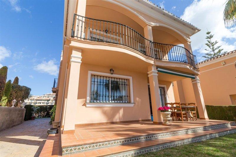Villa With Sea Views For Sale In Golf Gardens Miraflores