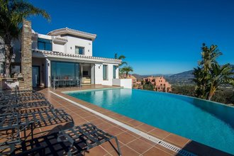 5 bedroom villa in la mairena, marbella