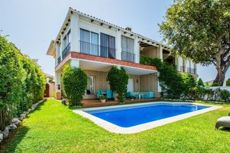 4 bedroom villa in la mairena, marbella