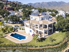 6 bedroom villa in la mairena, marbella