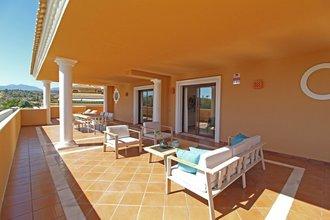 4 bedroom penthouse in new golden mile, estepona