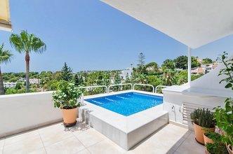 2 bedroom apartment in calahonda, mijas