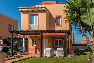 3 bedroom villa in costa del sol, corralejo
