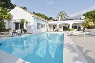 5 bedroom villa in el paraiso, estepona