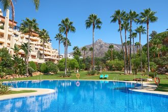 Penthouse with Sea Views for sale in Marbella Golden Mile