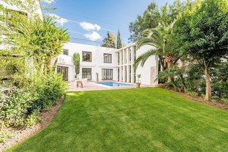 4 Bed 4 Bath Villa for sale in Nueva Andalucia
