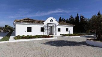 5 bedroom villa in cancelada, estepona