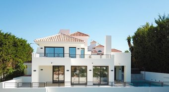 Villa with Sea Views for sale in Las Lomas de Nueva Andalucia