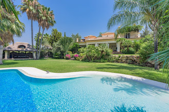 Frontline Golf Villa for sale in El Paraiso Medio