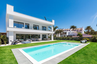 Modern Villa for sale in Supermanzana B