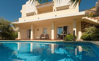 3 bedroom villa in sierra blanca, marbella
