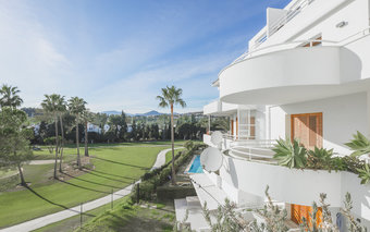 Frontline Golf Apartment for sale in Alcores del Golf