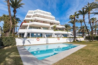 Frontline Beach Apartment for sale in Marbella Golden Mile