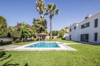 6 bedroom villa in cabopino, marbella