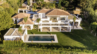 5 bedroom villa in el paraiso, estepona