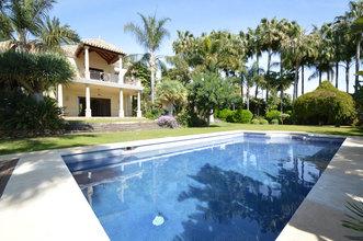 5 bedroom villa in rio real, marbella