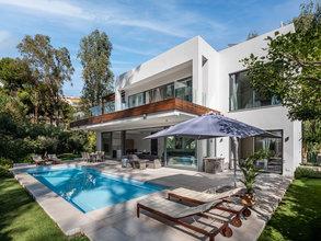5 bedroom villa in atalaya, estepona