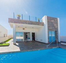 5 bedroom villa in villamartin, orihuela costa