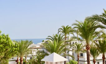 5 bedroom penthouse in new golden mile, estepona