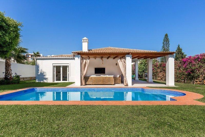 Casa moderna en venta en nueva andaluc a m279506 for Casa y jardin revista