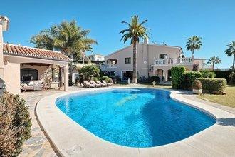 5 bedroom villa in elviria, marbella
